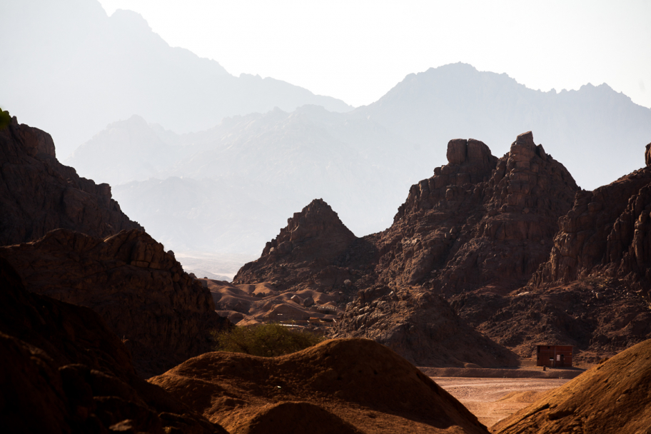 mountains of sand: Sand mountains in Egypt